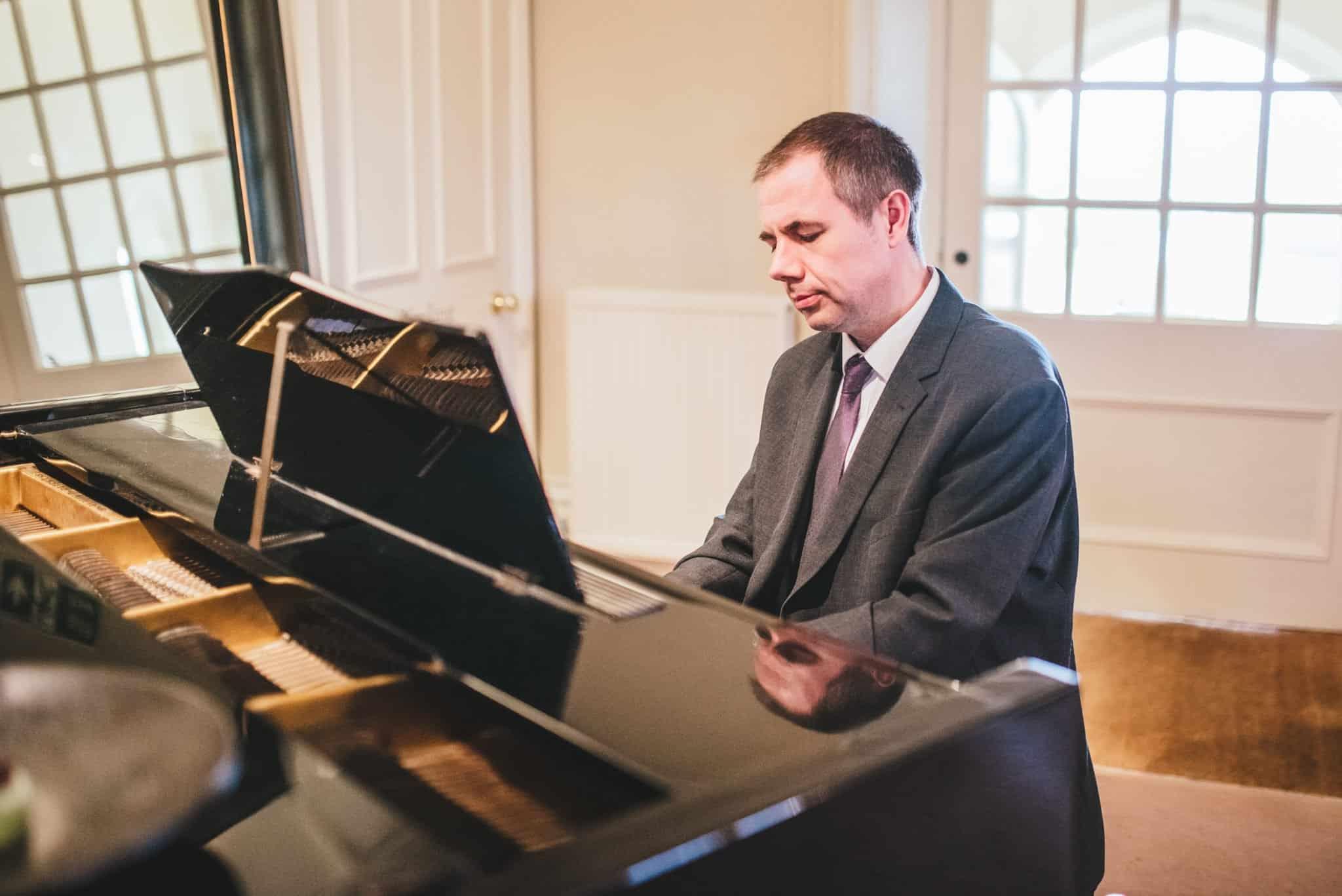 Maison Talbooth pianist